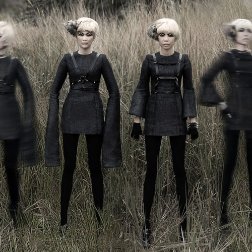 4 models posing with blond short hair
